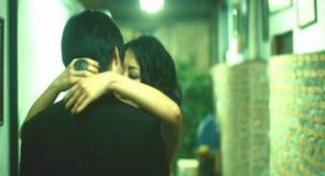 結局、抱き合う二人