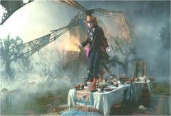 テーブルを歩くマッドハンター