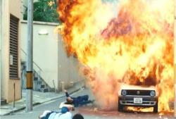 いきなり車が爆発