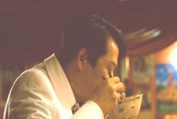 夢中で倫子の茶漬けを食べるネオコン
