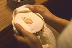 かたつむりの刺繍
