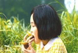 いちじくを食べる少女時代の倫子