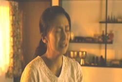 キッチンで泣いている倫子