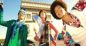 おバカ三人組、凱旋門で記念撮影
