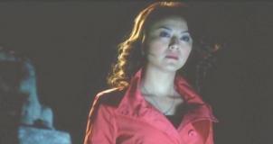 香港の夜景を見ている由美