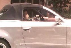 愛人の車に別の女が乗っている