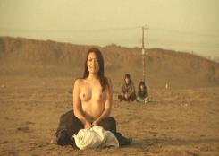 半裸になった奈々子
