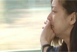 電車の中で泣く薫