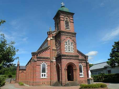 堂々とした煉瓦作りで、写真を見てヨーロッパの教会といわれれば納得してしまうような建物である。竣工は大正7年(1918年)。設計施工は当時の長崎県で教会建築の第一