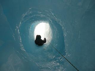 危ない滑り台を滑るアルフィー(2)