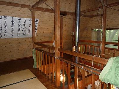 小屋の2階