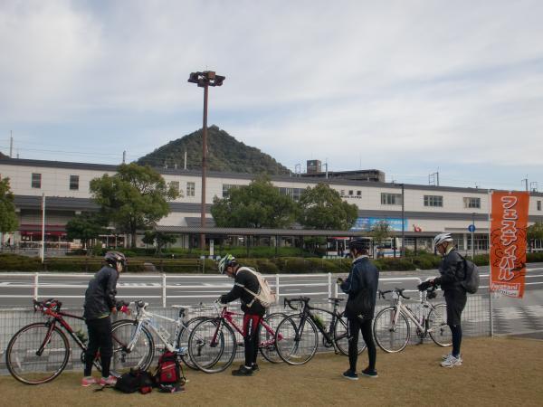 三原駅前にて・・・