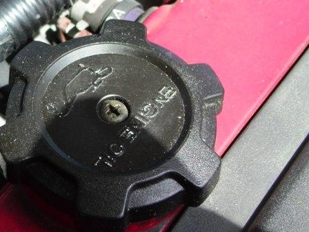 エンジンオイルキャップ (2)