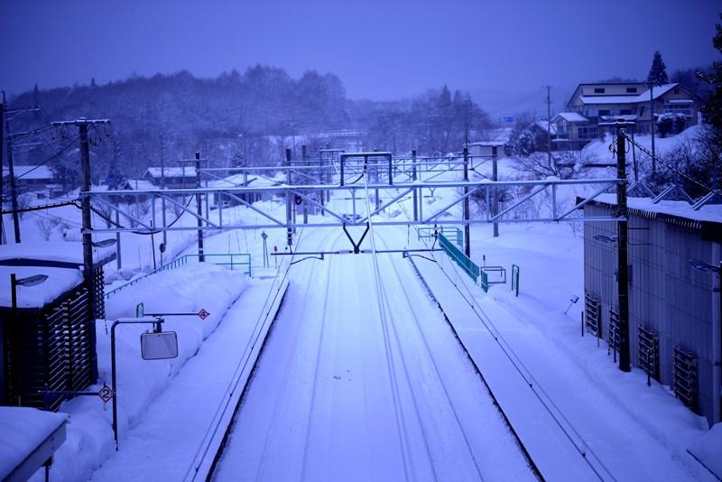雪の簗場駅