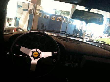 ディノ車内