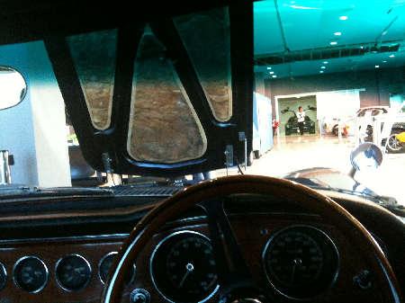 2000GT車内