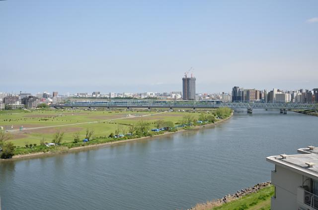 ①春色の多摩川