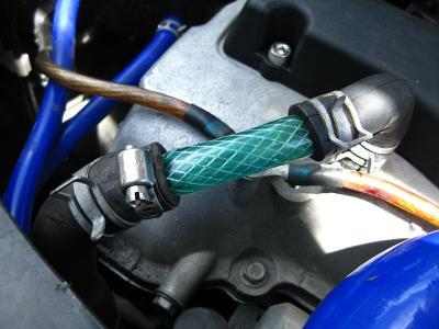 エンジンヘッドのブローバイはエアクリーナーに