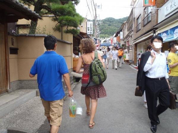 カウチサーフィン(スペイン)、銀閣寺へと向かう私とマリア。