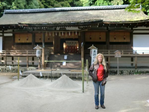カウチサーフィン(ブラジル、レジーナ)、宇治上神社