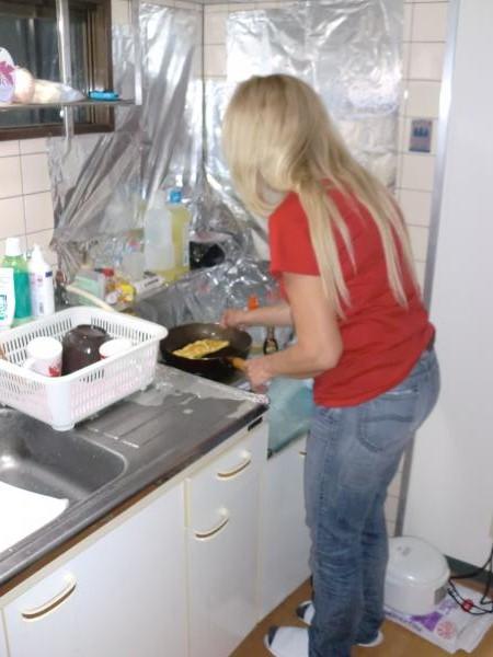カウチサーフィン(ブラジル、レジーナ)、料理中