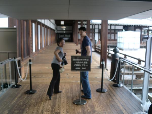 カウチサーフィン(アメリカ、トニーとアンディ)、東本願寺