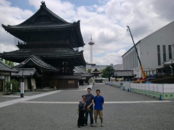 カウチサーフィン(アメリカ、トニーとアンディ)、東本願寺と京都タワー