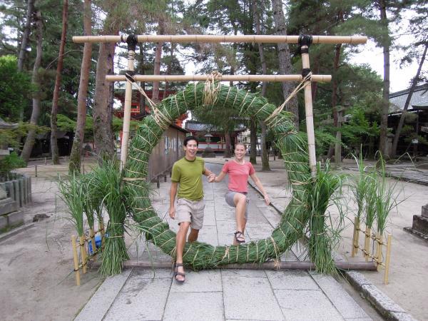 カウチサーフィン(アメリカ、マットとエリカ)、今宮神社の夏越の祓(なごしのはらえ)の茅の輪