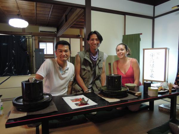 カウチサーフィン(アメリカ、エイミーとダレル)、化野のお茶屋さんにて。3