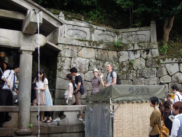 カウチサーフィン(チェコ共和国、ラル(ルーマニア)、ミハエル(スロバキア))、清水寺の音羽の滝にて。