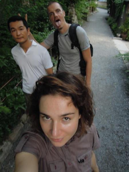 カウチサーフィン(チェコ共和国、ラル(ルーマニア)、ミハエル(スロバキア))、と私。哲学の道にて。