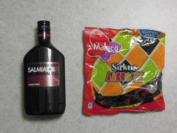 カウチサーフィン(フィンランド、オスカー)、お土産のお酒とお菓子