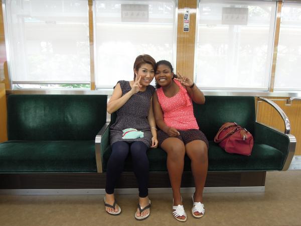 カウチサーフィン(香港、クマ)、(フランス、オードリー)、阪急電車の中の一コマ