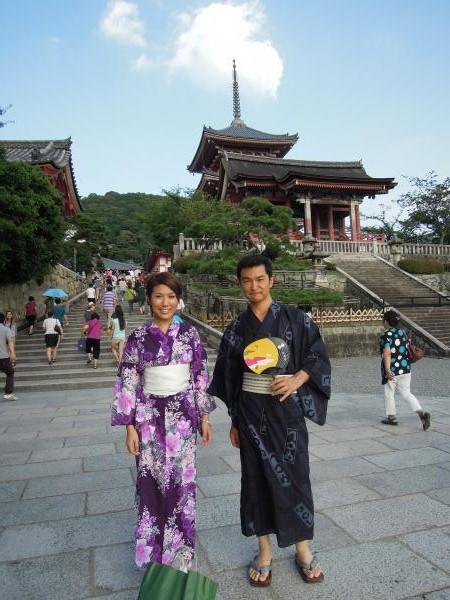 カウチサーフィン(香港、クマ)、私と。清水寺にて。