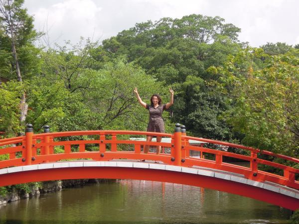カウチサーフィン(スペイン)、神泉苑の橋の上のソレ