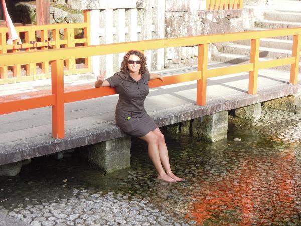 カウチサーフィン(スペイン)、ソレ、下賀茂神社にて。