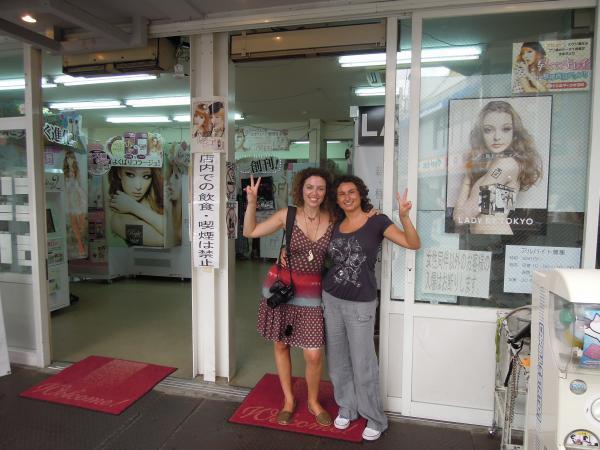 カウチサーフィン(スペイン、ソレとマリア)、プリクラのお店の前にて。
