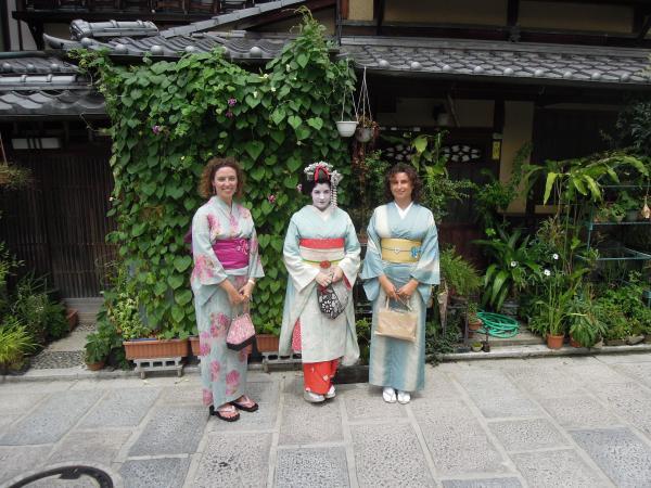 カウチサーフィン(スペイン、マリアとソレ)、ベネズエラ人の舞妓さんと