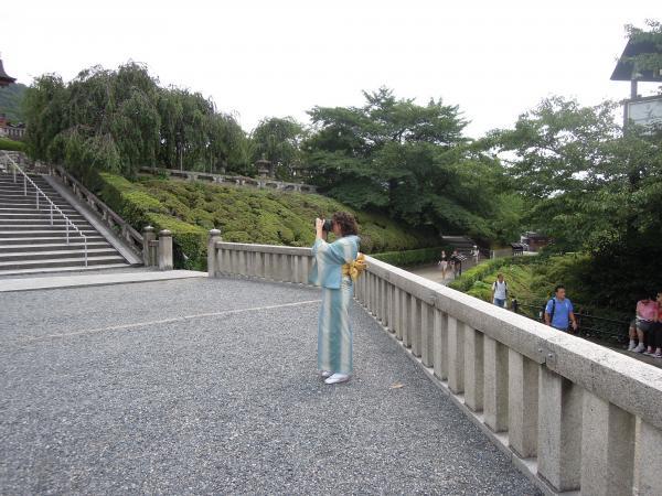 カウチサーフィン(スペイン、ソレ)、清水寺の門前にて。