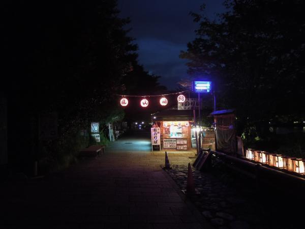 嵐山・桂川の鵜飼いのボート乗り場・その2
