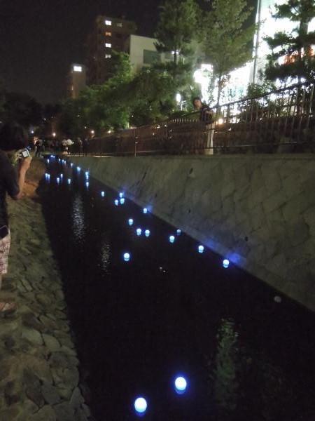 京の七夕(堀川会場)、青く光るボール