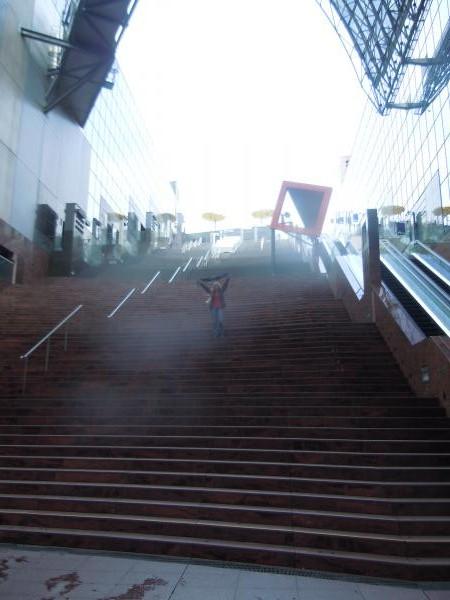 カウチサーフィン(ブラジル、レジーナ)、京都駅の大階段