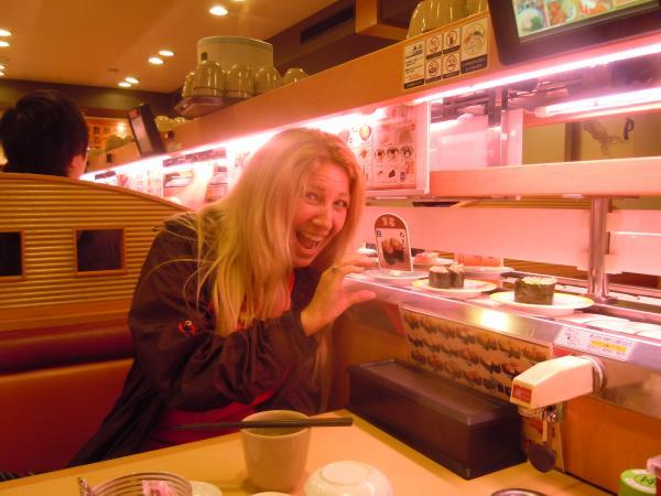 カウチサーフィン(ブラジル、レジーナ)、回転寿司