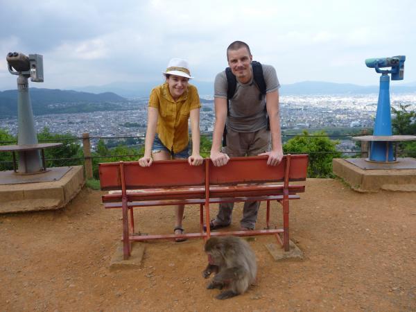 カウチサーフィン(チェコ共和国、ミハエル(スロバキア)、ルカ(ルーマニア))、京都・嵐山のモンキーパークにて。