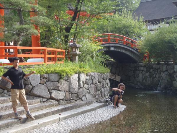 カウチサーフィン(スペイン)、マリアと私。下賀茂神社にて。その2