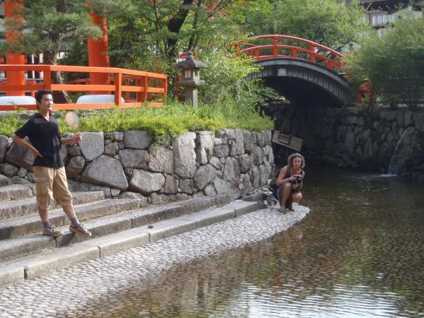 カウチサーフィン(スペイン)、マリアと私。下賀茂神社にて。その3
