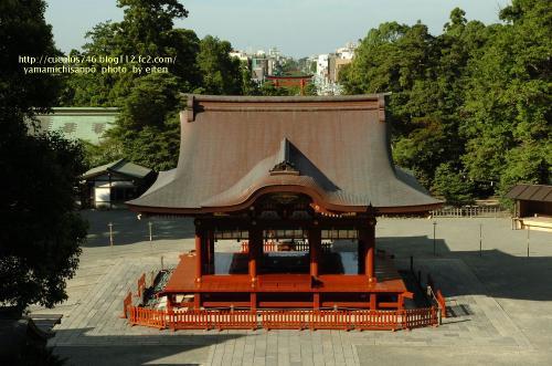 本殿から見た参道と鎌倉市街