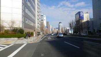 023第一京浜・・遠くに東京タワーの上部
