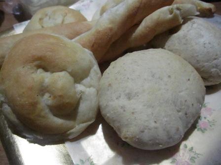 グラハムパンと黒コショウクリームチーズパン