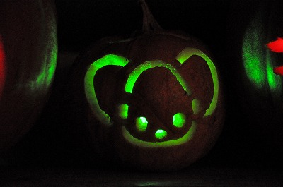 2012Pumpkin carving3